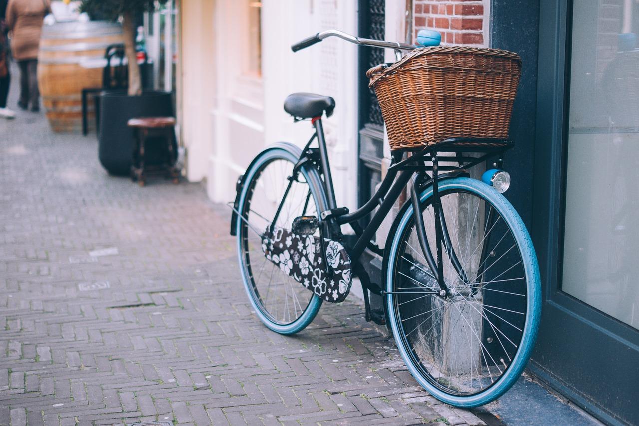 bicicleta-ir-al-trabajo-hábito-de-vida-saludable
